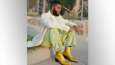 "Khalid gives fans a ""Present,"" announces December EP, 'Scenic Drive'"